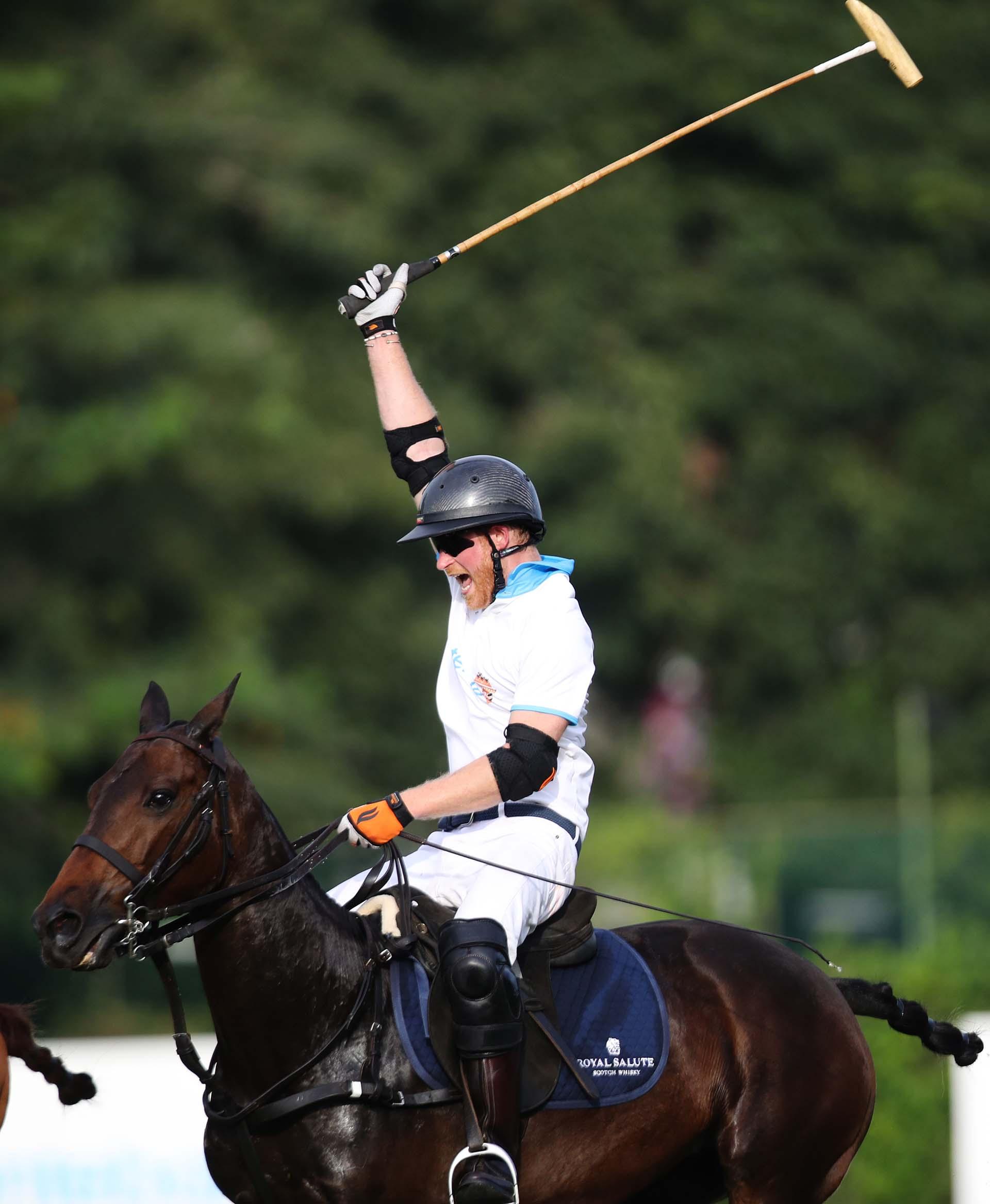 El festejo de Harry. Al igual que su abuela, la reina Isabel II, el príncipe es un apasionado por los caballos