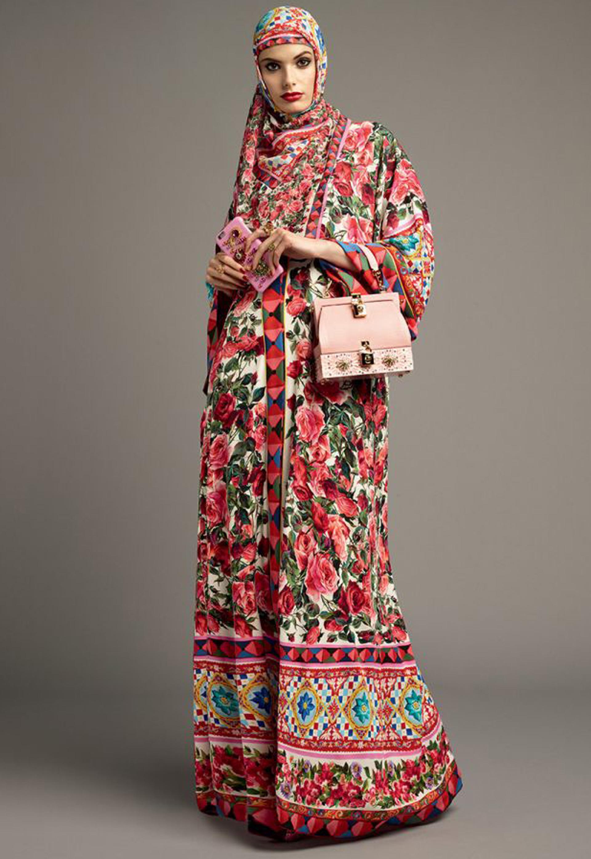f32609024e Dolce & Gabbana sigue la tendencia de la inclusión de la religión ...