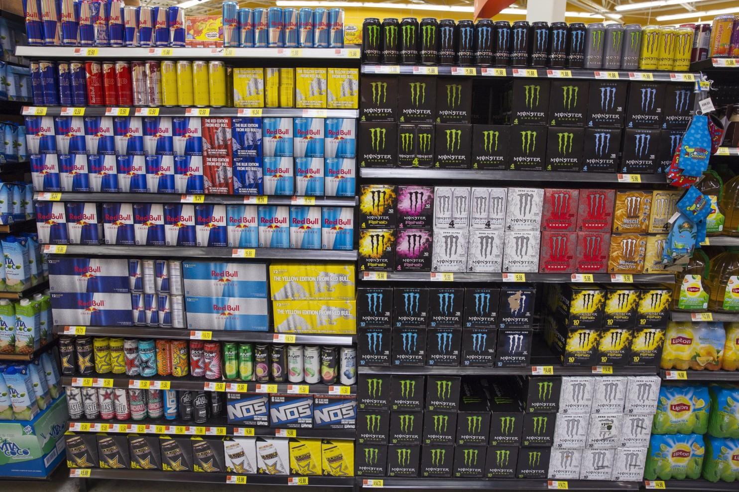 Las bebidas energizantes ponenalos consumidores adolescentes en peligrode unexceso de cafeína con consecuencias cardiovasculares y neurológicas devastadoras. (Foto: Lucas Jackson/Reuters)