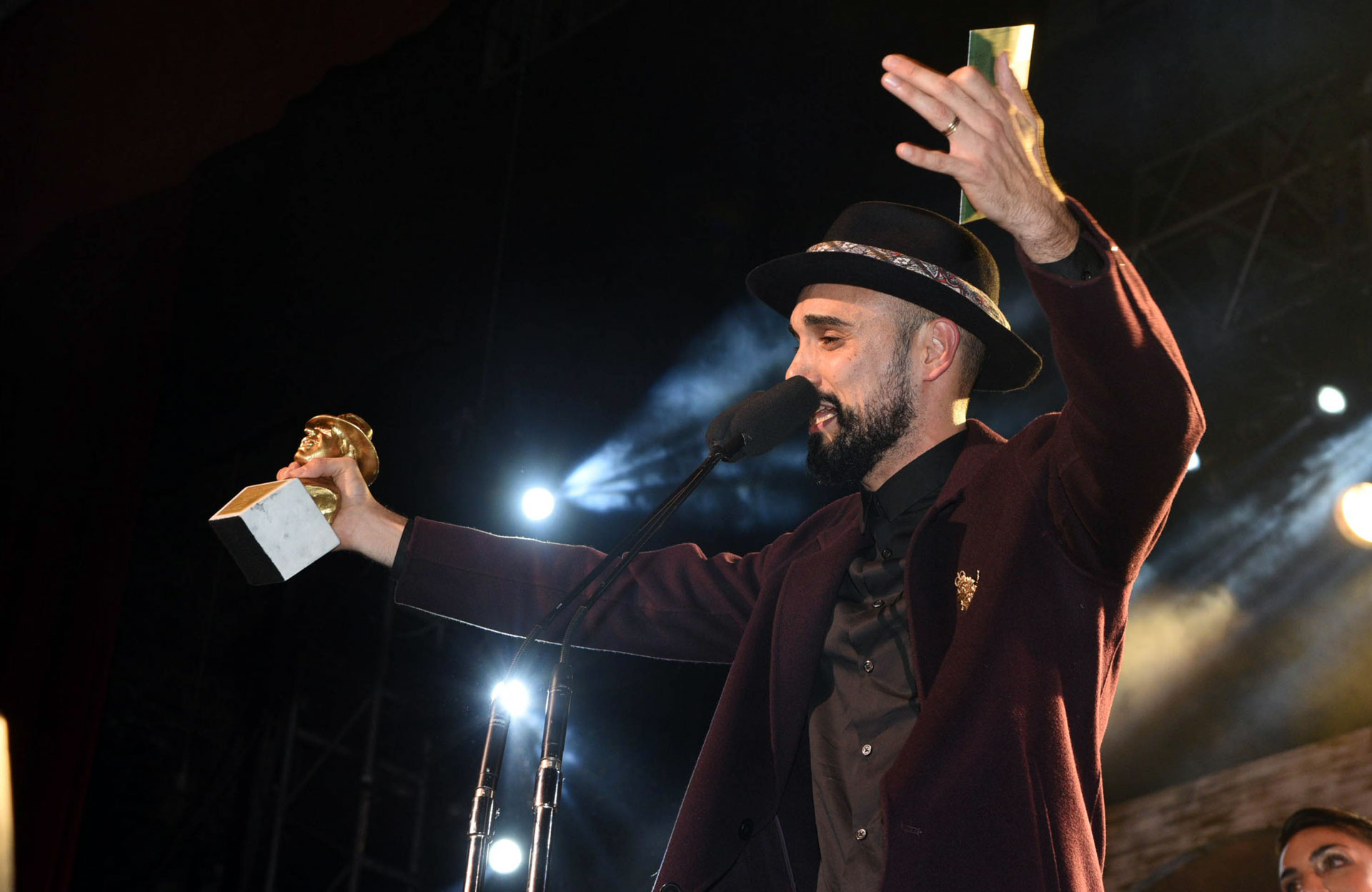 Abel Pintos fue reconocido con el galardón de Oro en los premios Gardel. Es la tercera vez que recibe esta estatuilla. También ganó en las categorías Álbum Artista Masculino Pop y Canción del Año