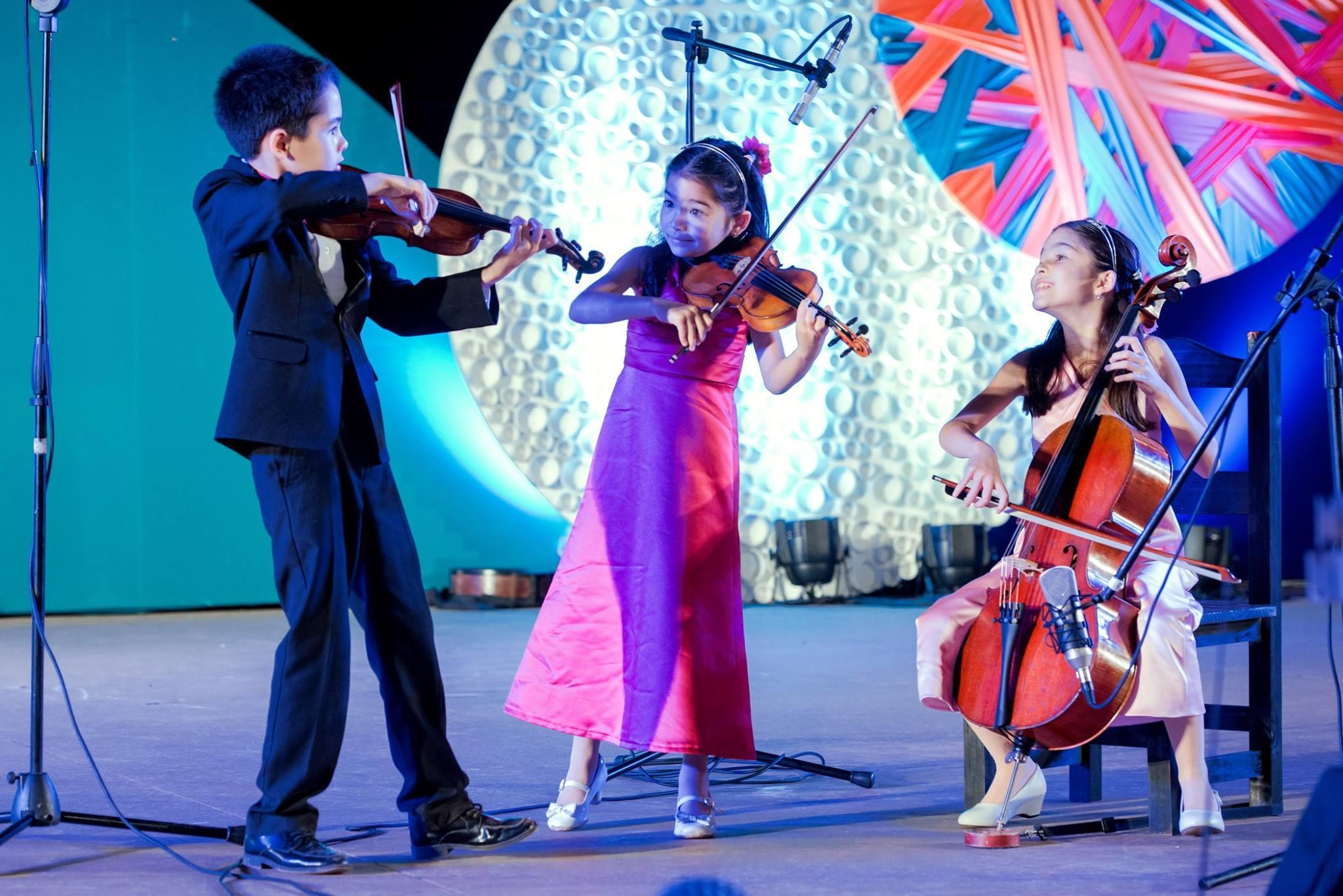 Dustin, Valery y Starla Breshears, de 9, 7 y 8 años respectivamente (Facebook/Iguazu en Concierto)