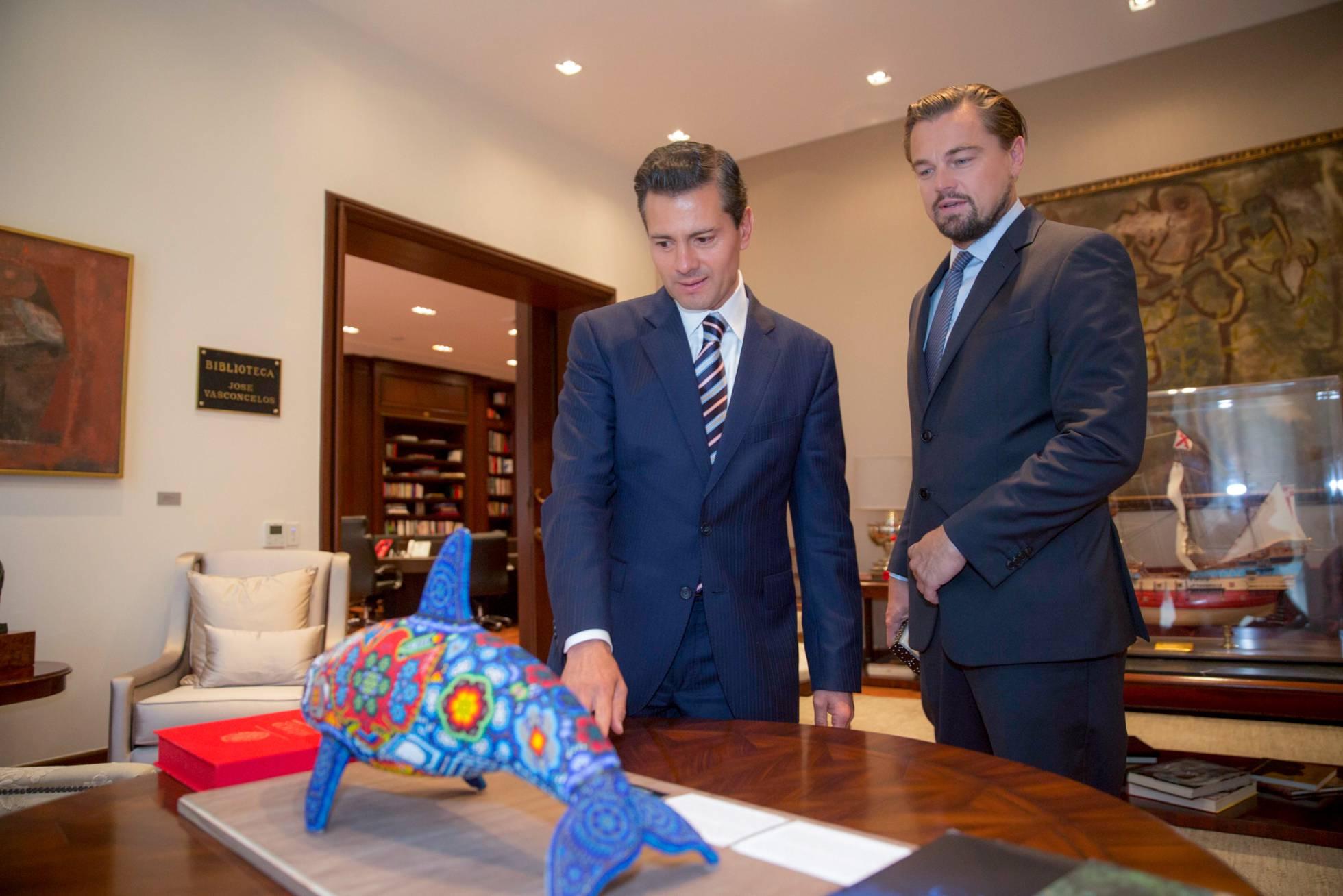 Leonardo DiCaprio y Enrique Peña Nieto, en su encuentro del miércoles en Ciudad de México (AP)