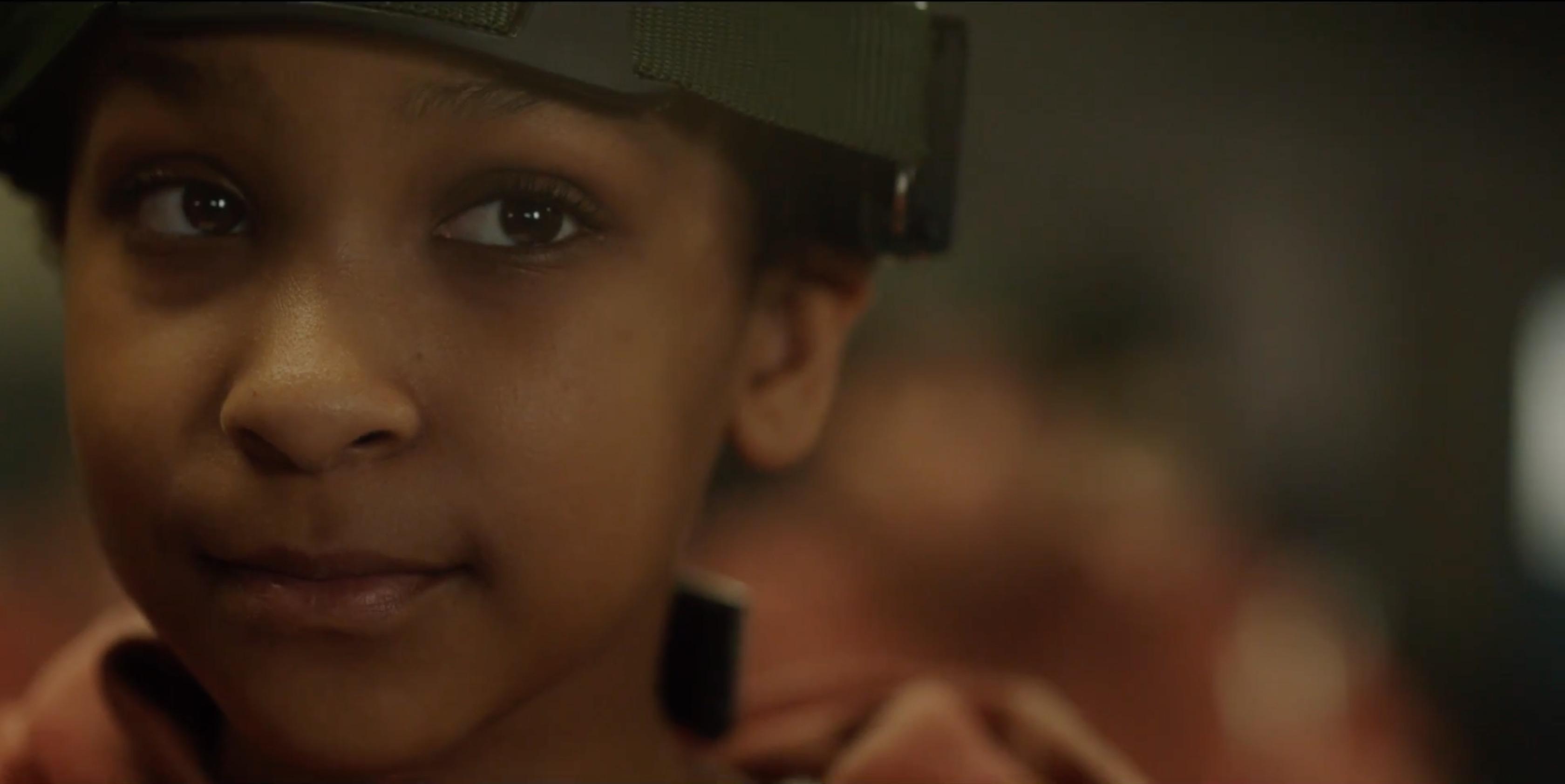 Sennia Nanua hace su debut cinematográfico en el papel dela pequeña Melanie.