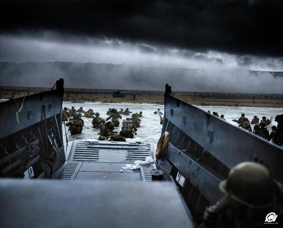 Los soldados del 16 regimiento de infantería en Omaha Beach