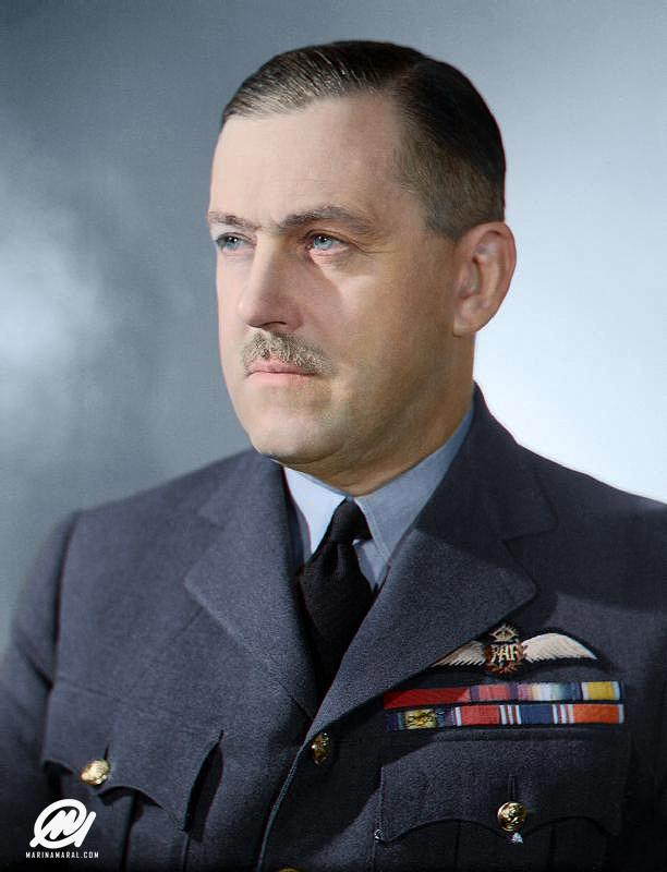 El jefe aéreo Marshal Sir Trafford Leigh-Mallory, de la Royal Air Force