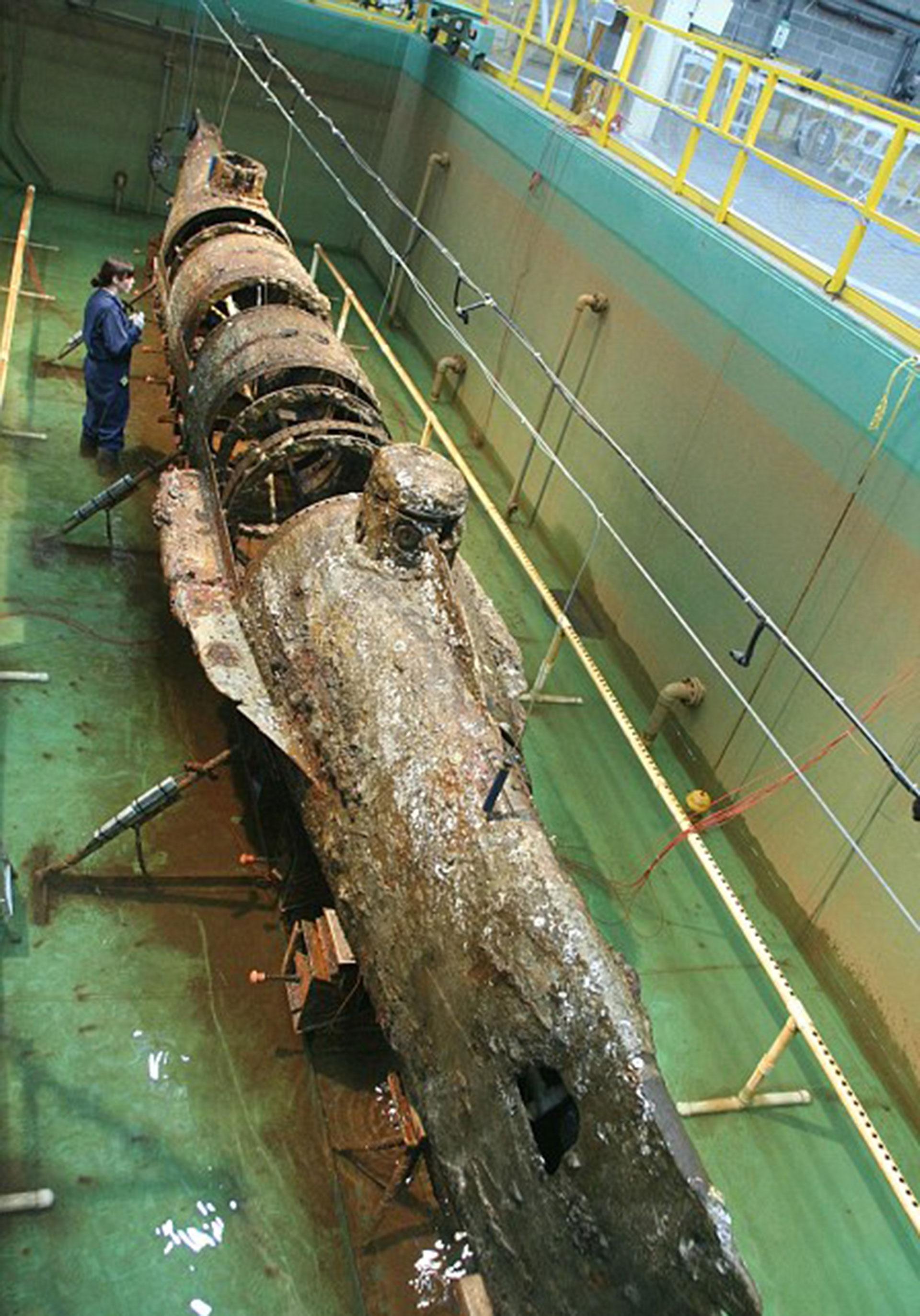 Se cree que la onda expansiva del mismo torpedo con el que hundió al USS Housatonic acabó con el Hunley, lo que causó la muerte de sus ocho tripulantes (Naval History and Heritage Command)