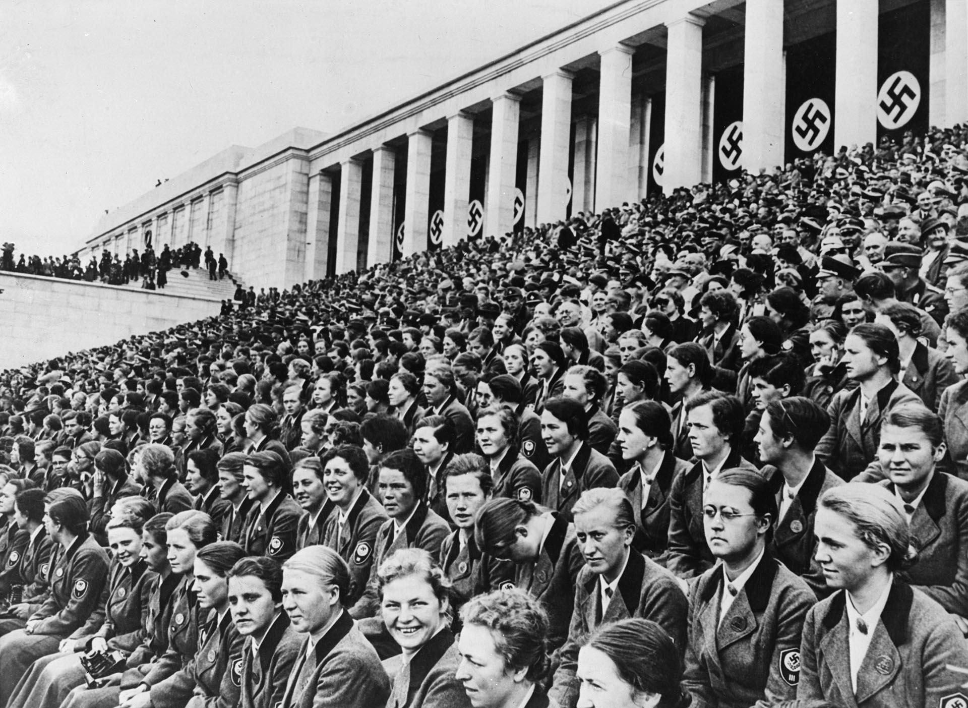 Una de las tribunas del Campo de Zepellín durante un acto nazi en 1935 (Getty Images)