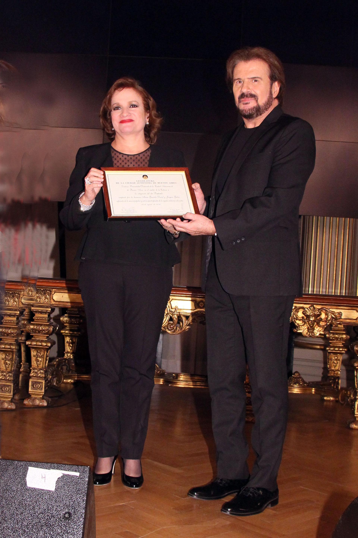 Lucía y Joaquín Galán, integrantes del dúo Los Pimpinela, recibieron la distinción de Personalidad Destacada de la Cultura en la Legislatura Porteña