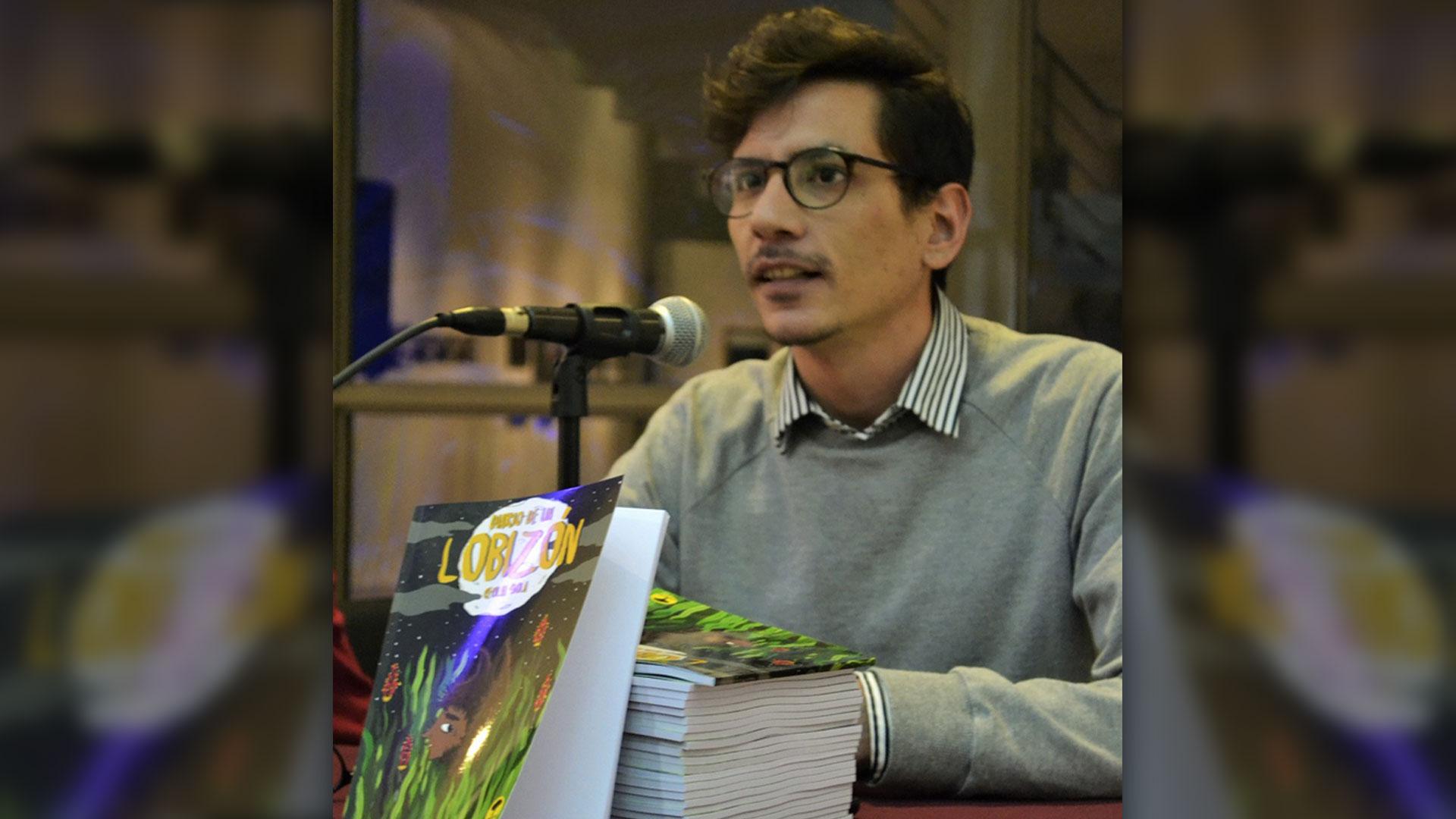 Solá es un activo militante por la igualdad de derechos de las personas sin distinción de su orientación sexual