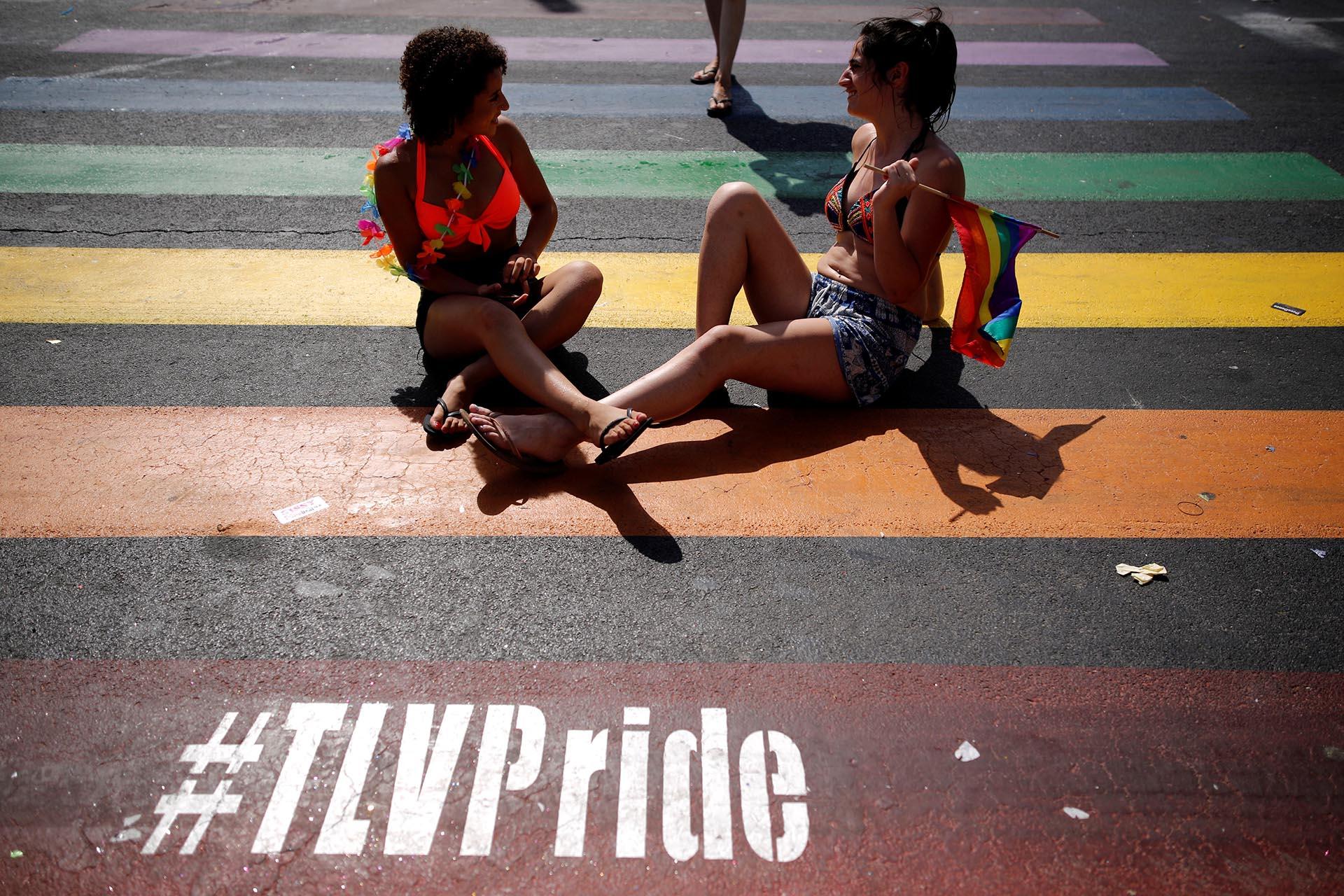 Manifestantes durante un desfile de orgullo gay en Tel Aviv, Israel