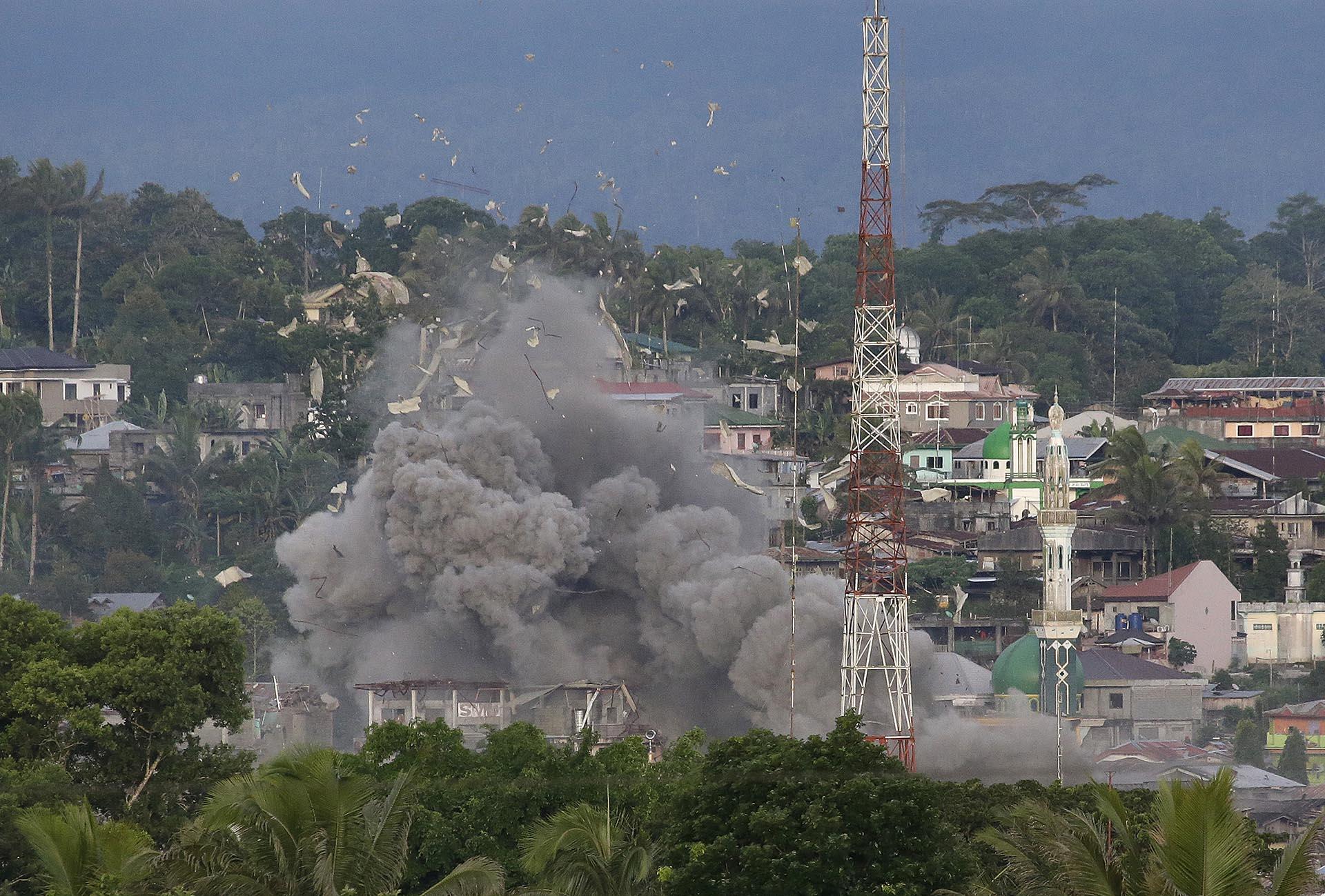 La Fuerza Aérea Filipina bombardea lugares sospechados de pertenecer al Estado Islámico en la ciudad de Marawi
