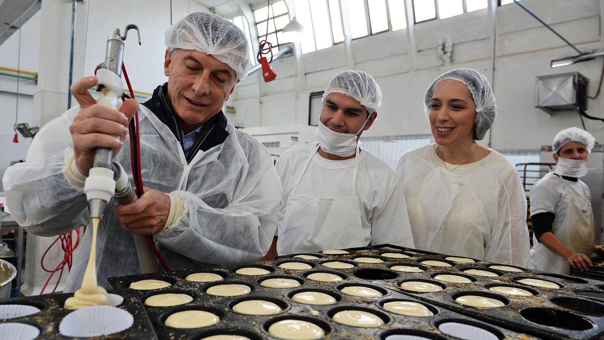 Mauricio Macri y María Eugenia Vidal visitaron una pastelería artesanal en Vicente López. Por la tarde, el jefe de Estado recibió una mala noticia: el fiscal Juan Pedro Zoni amplió la imputación en la causa por el acuerdo con Correo Argentino