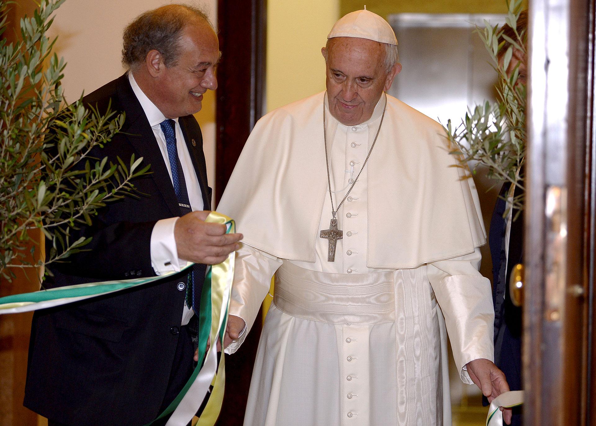 El papa Francisco inauguró la sede vaticana de Scholas Occurrentes junto José María del Corral