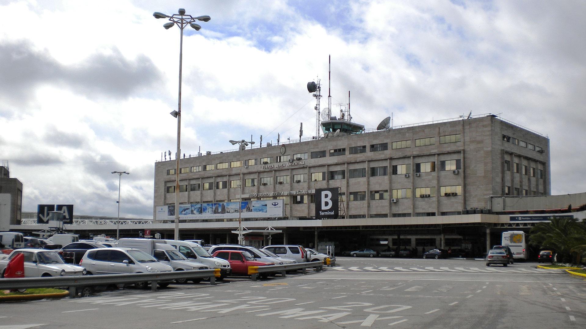 """El aeropuerto de Ezeiza estuvo 15 minutos con problemas en la torre de control por el descuido de un piloto que se puso a cantar """"Despacito"""". Increíble, pero real."""