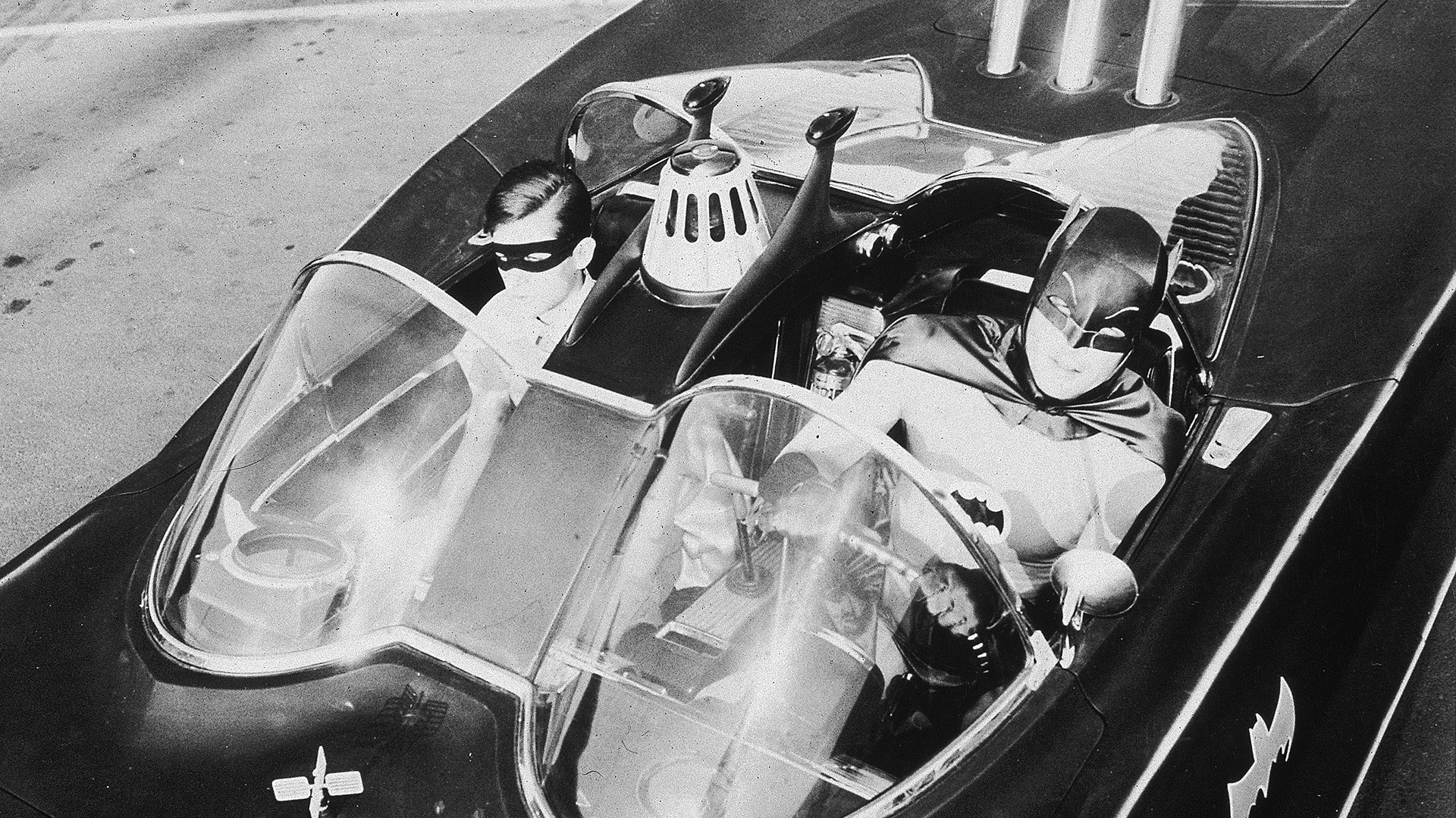 Batman con Robin en el Batimóvil (20th Century Fox/Getty Images)