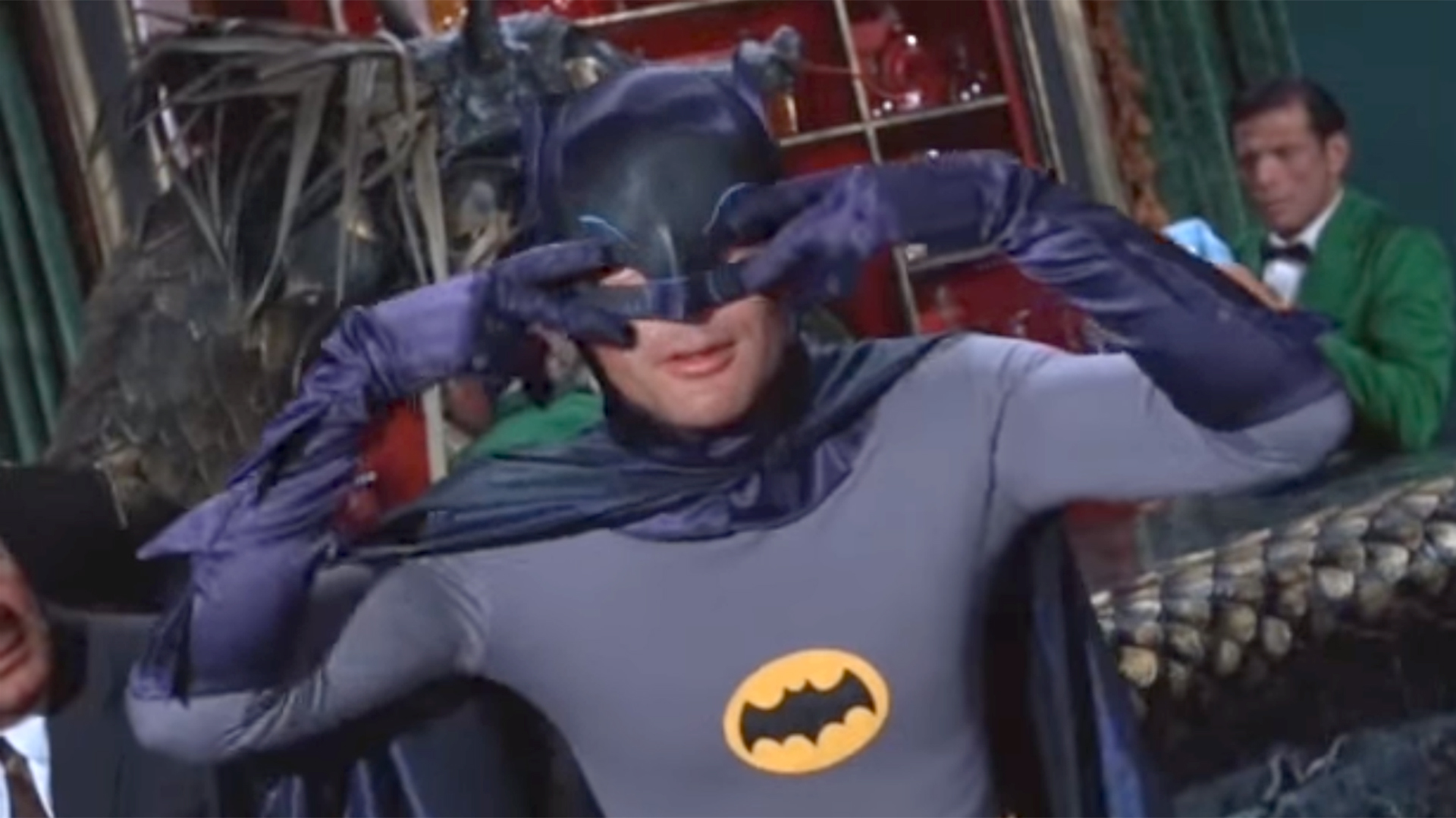 Un clásico gesto de Adam West como Batman