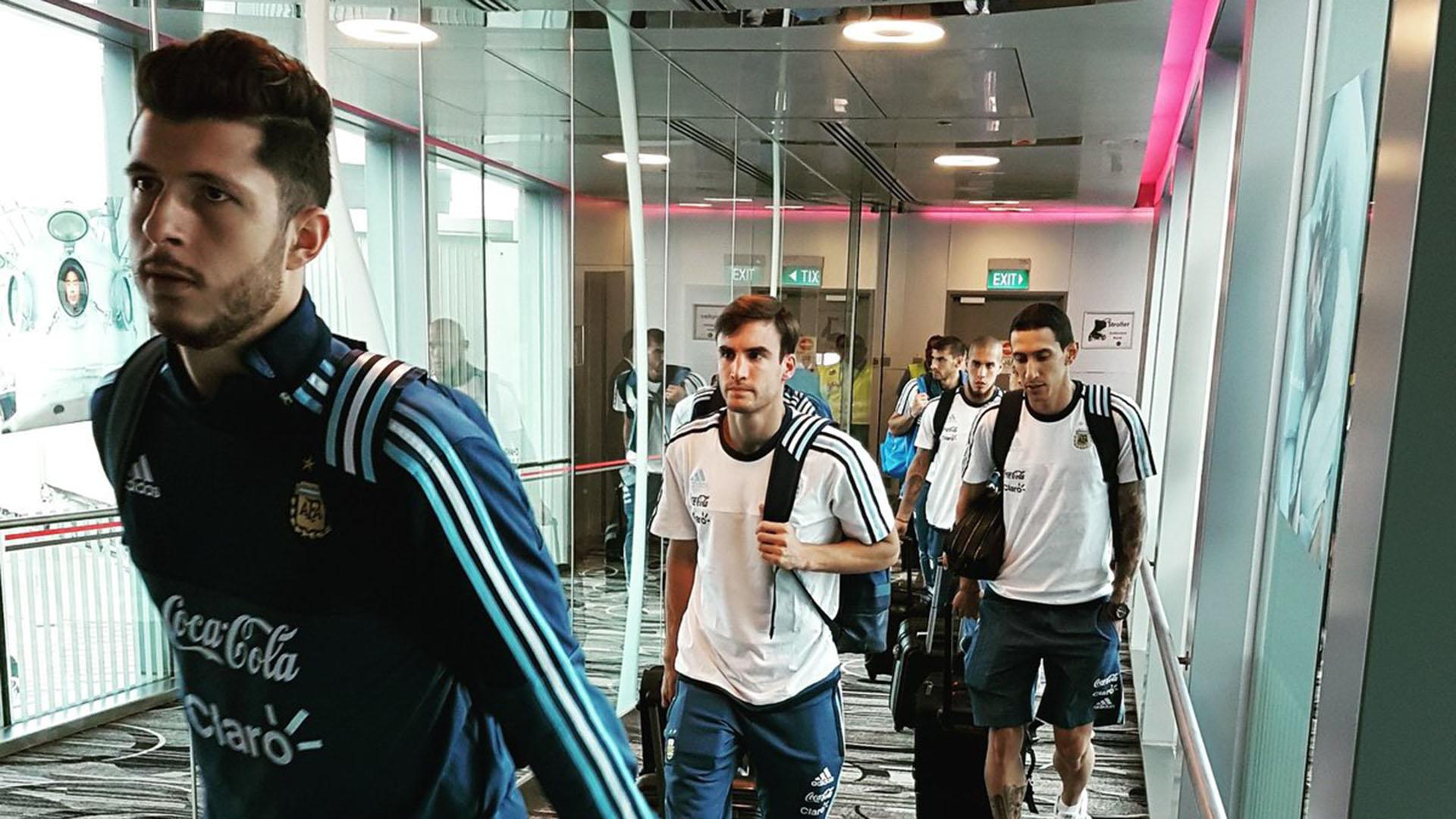 La Selección llegó a Singapur (@Argentina)