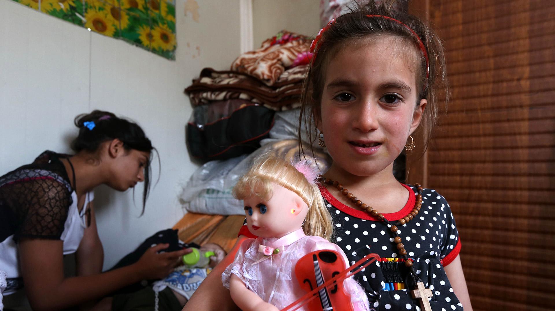 Christina, de seis años, se acaba de reencontrar con su familia (AFP PHOTO / SAFIN HAMED