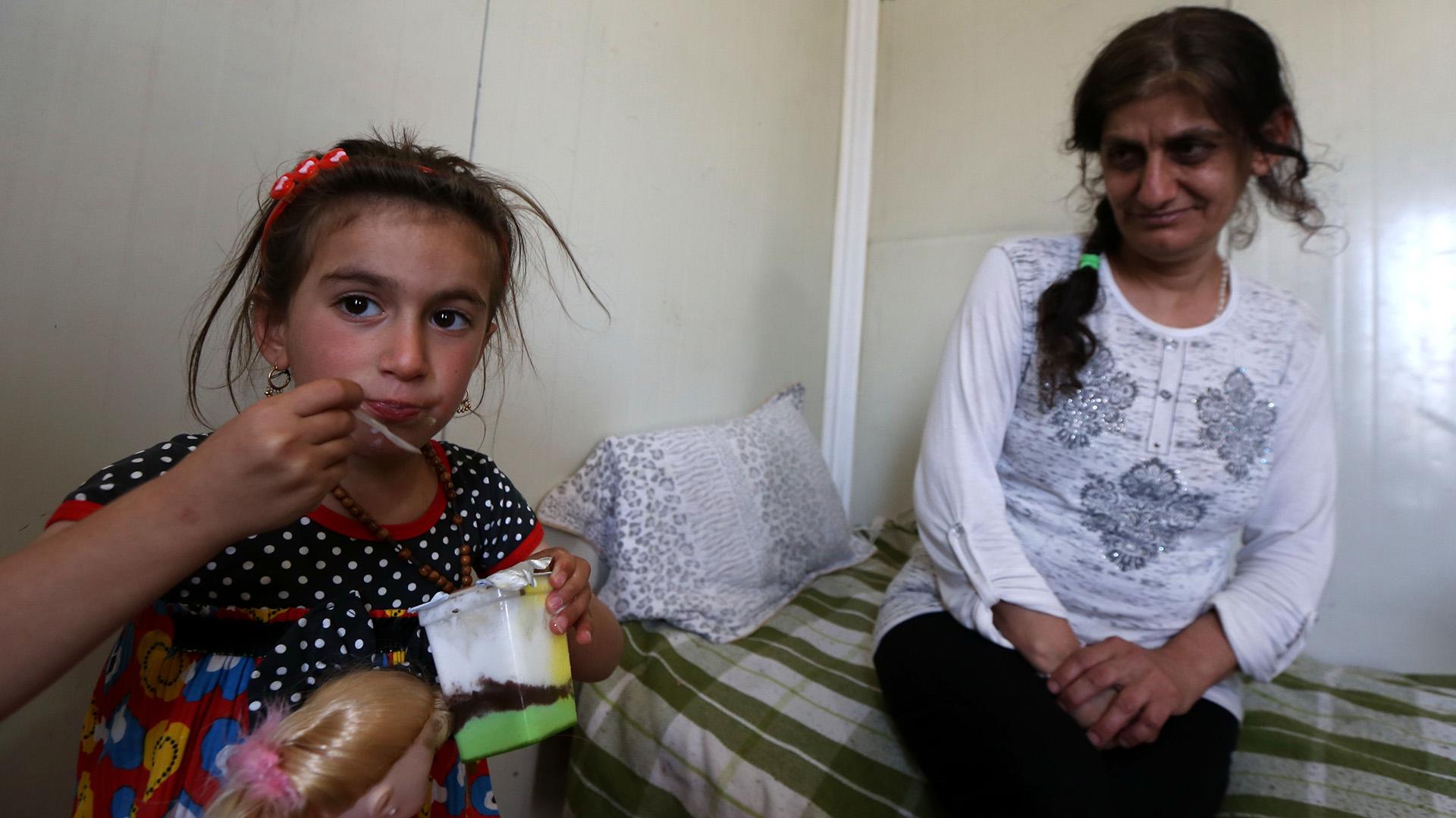 Christinajunto a su madre, después de 3 años separadas (AFP PHOTO)