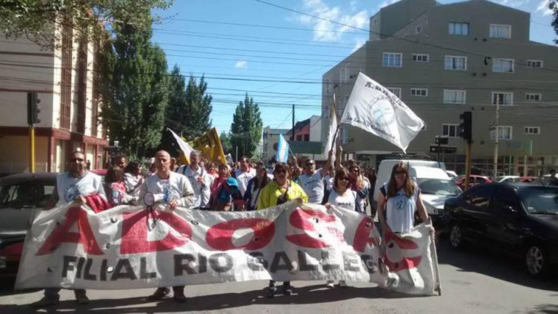 Docentes santacruceños protestan en la capital provincial