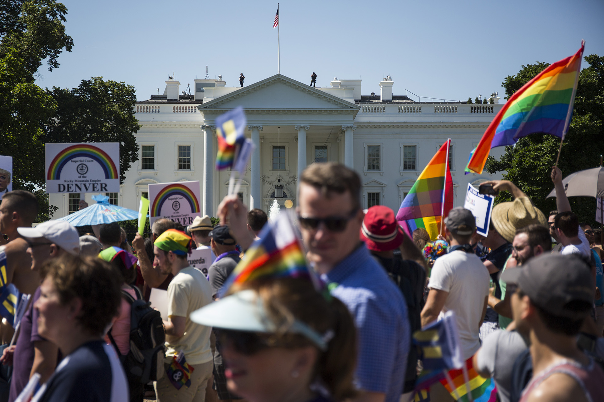 Miles de personas de la comunidad LGBT marcharon en Washington el domingo ( Fotos Getty Images)