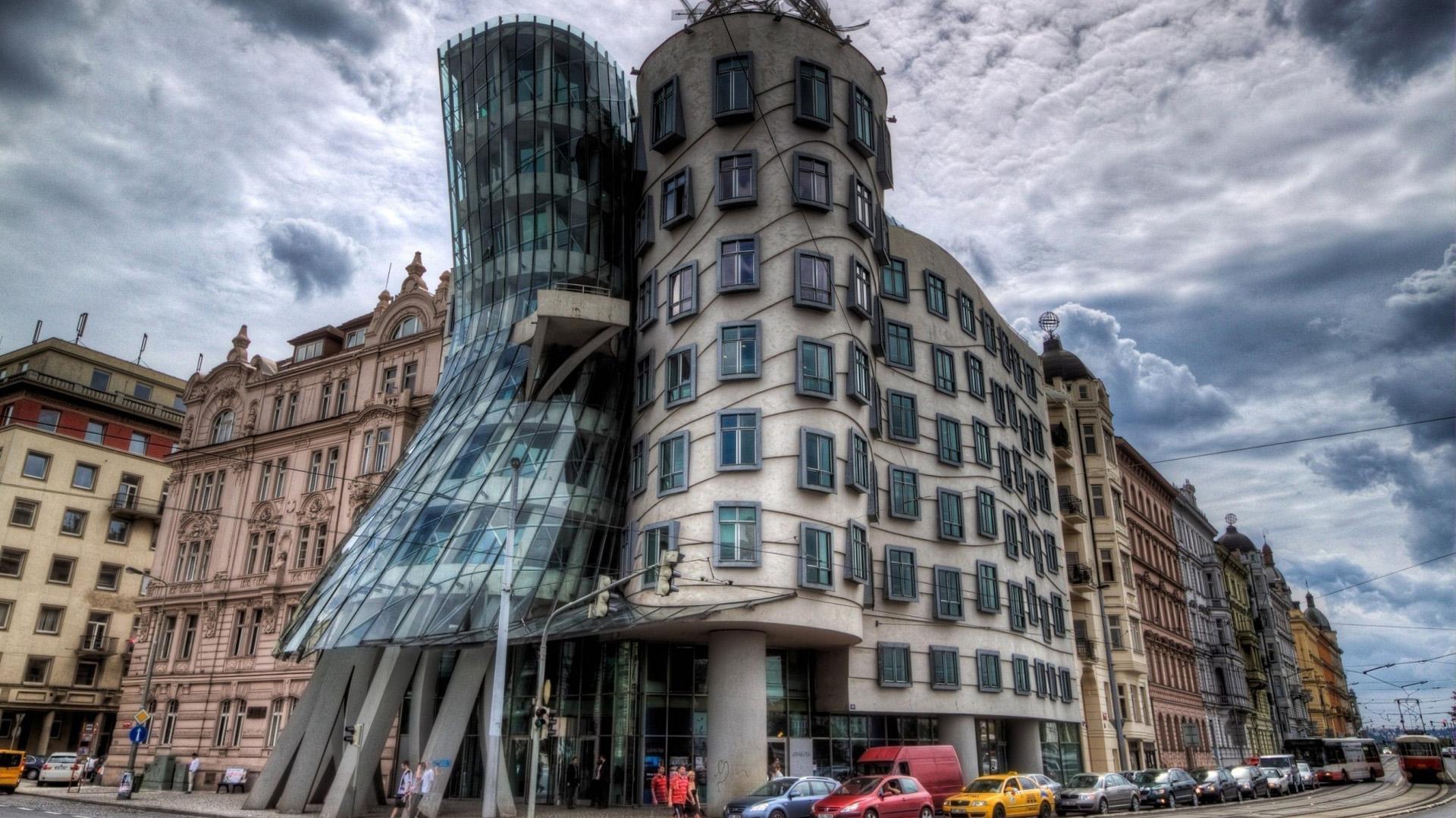 El objetivo de este diseño es otorgarle constante movimiento al edificio, como si no dejara de bailar por sí mismo