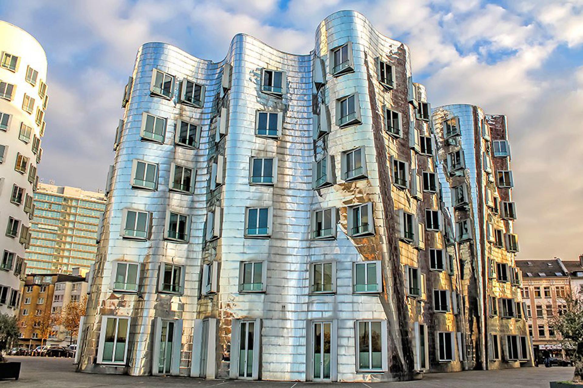 El arquitecto buscó un diseño único con ventilación natural , amplia iluminación interior y una destacada vista al río