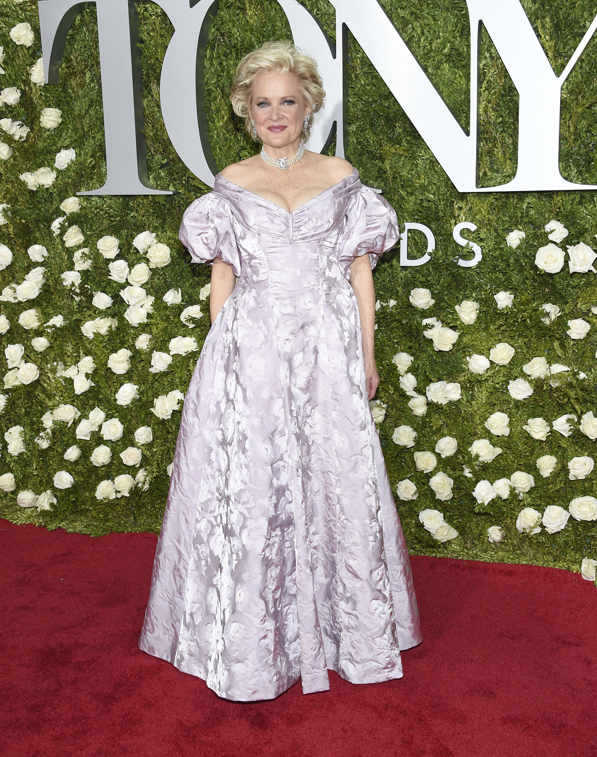 Christine Ebersole, nominada como mejor actriz en un musical para su papel en War Paint, lució un pomposo diseño de William Ivey Long