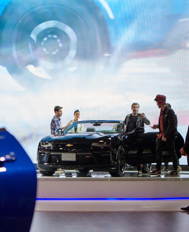 Pablo Granados, Santiago Maratea y Radagast con el nuevo Camaro SS Coupé (GM)