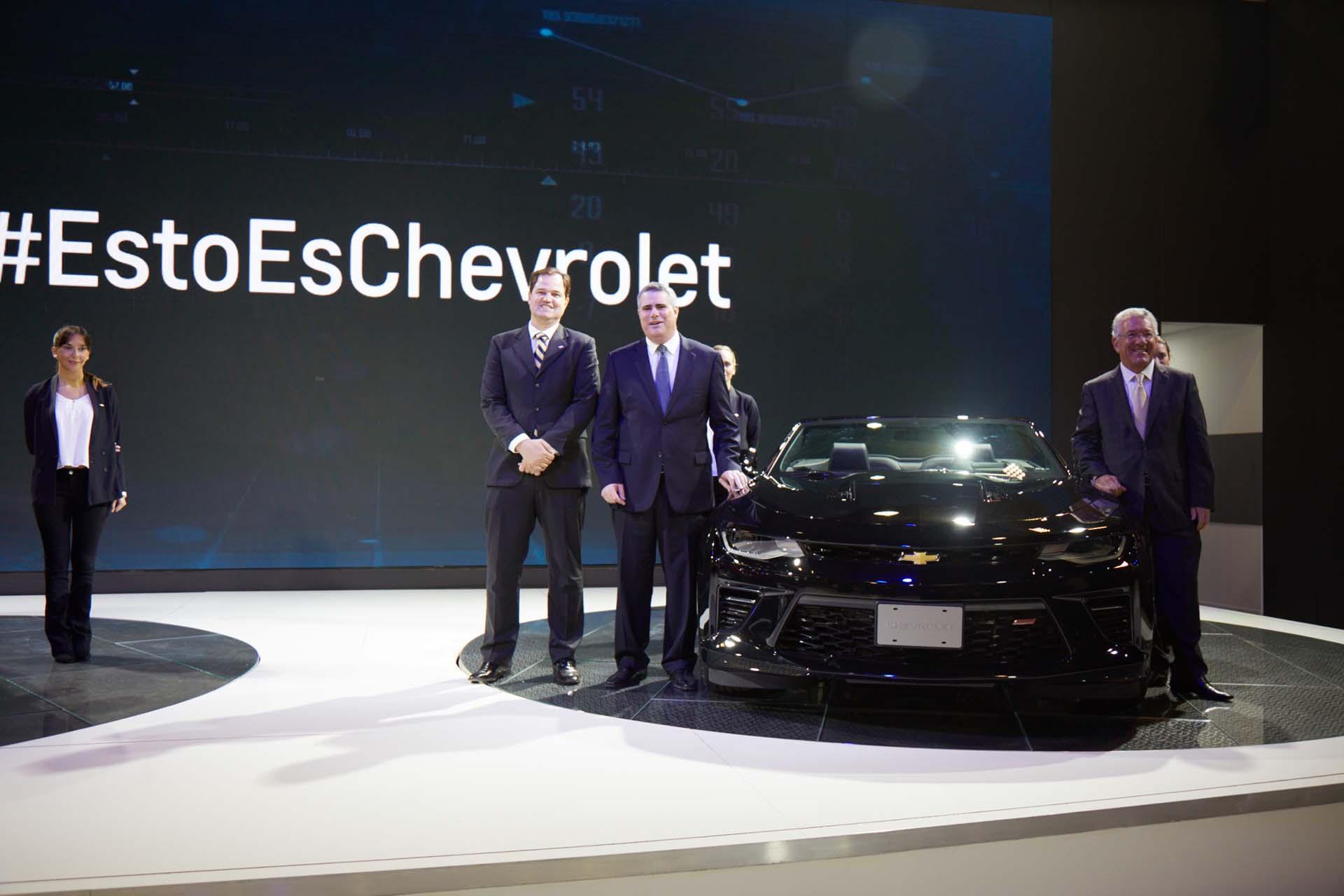 Hermann Mahnke, Carlos Zarlenga y Marcos Munhoz presentando las novedades de Chevrolet. (GM)