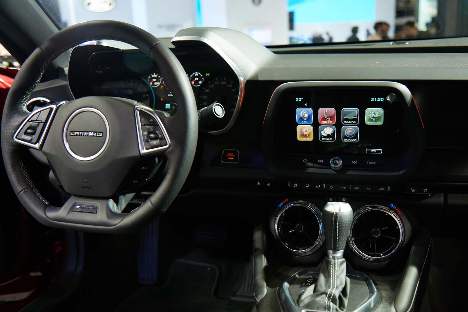 Interior del Camaro SS Coupé (GM)
