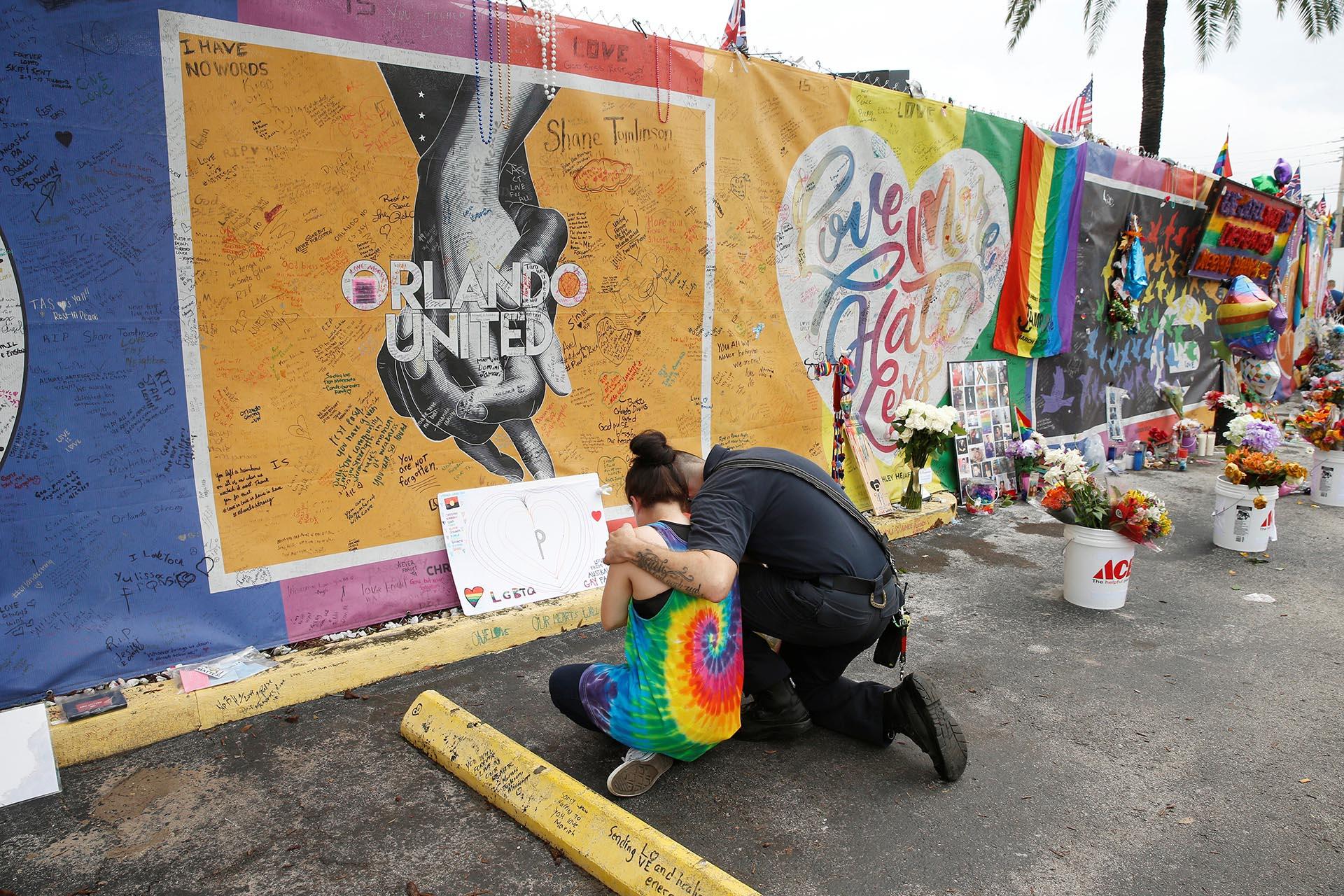 Los ciudadanos de Orlando recordaron a las víctimas del ataque terrorista en la discoteca Pulse a un año del atentado (Reuters)