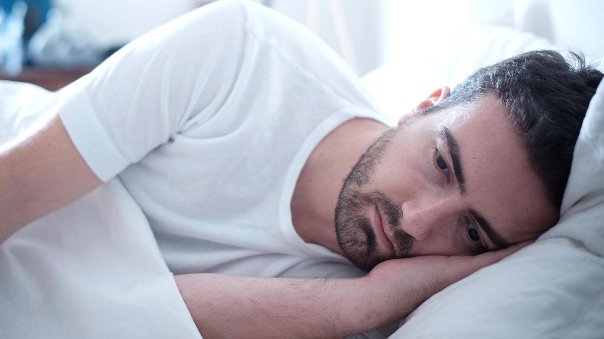 El tratamiento consiste en la administración de testosterona a través de inyecciones intramusculares, pastillas o parches