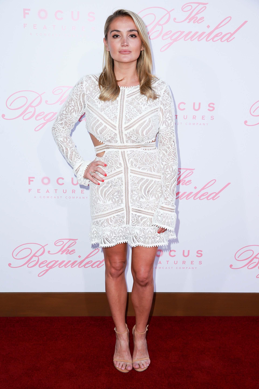 Rachael O'Brien también eligió un vestido de color claro