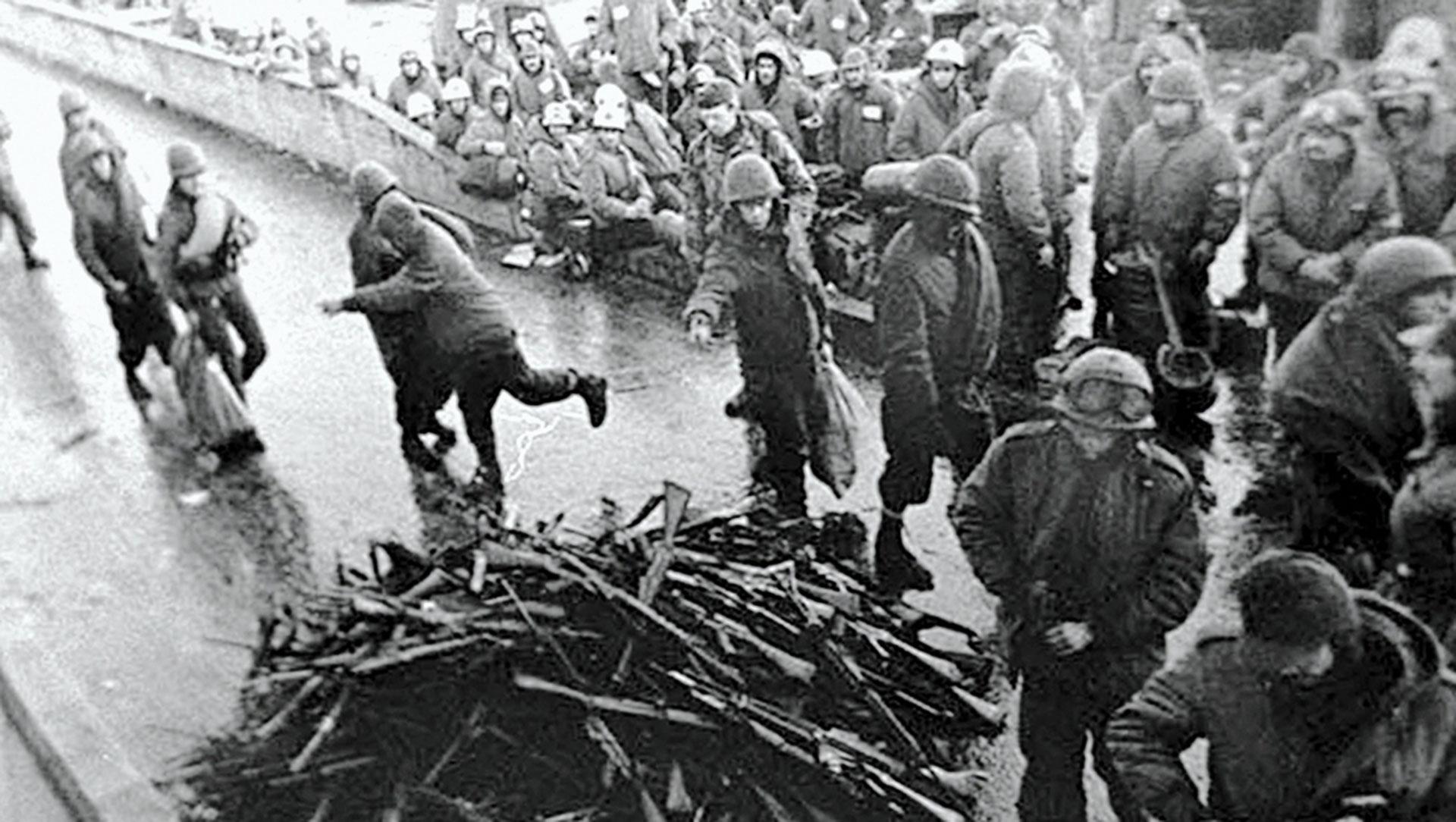 A las once y cuarto de la noche del 14 de junio, Margaret Thatcher le anunció a la Cámara de los Comunes la rendición de las tropas argentinas