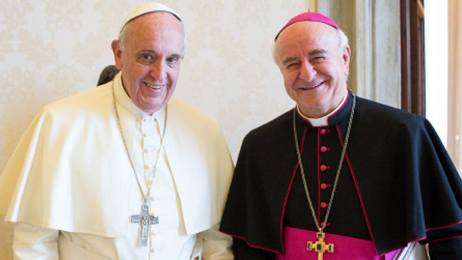 El papa Francisco junto a monseñor Vincenzo Paglia, director de la Pontificia Academia para la Vida