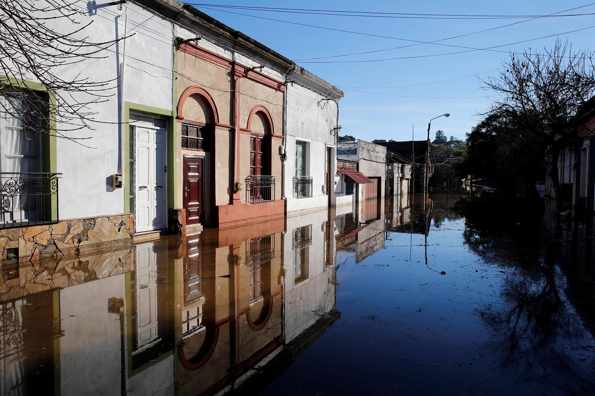 Una calle inundada en la ciudad de Salto, Uruguay
