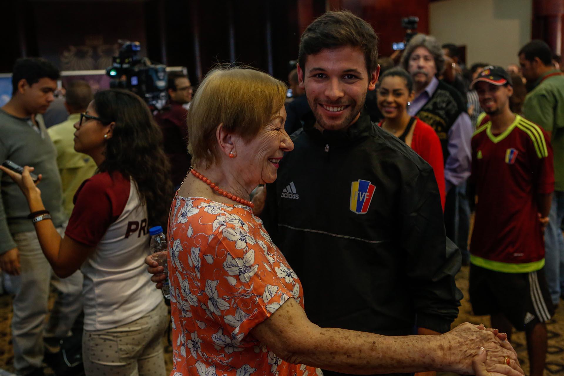 José Hernández, jugador de la selección categoría Sub 20 de fútbol de Venezuela, durante un encuentro con periodistas en Caracas
