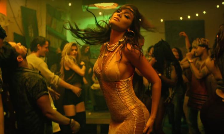 El remix con Justin Bieber obtuvo 20 millones de reproducciones en YouTube en sus primeras 24 horas, convirtiéndose en el tema más difundidos de la radio hispana en Estados Unidos