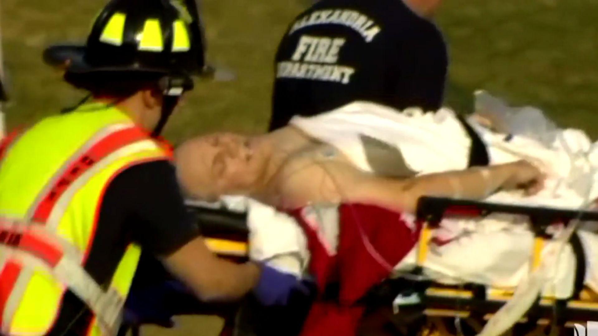 Steve Scalise atendido por los servicios de emergencia tras el tiroteo