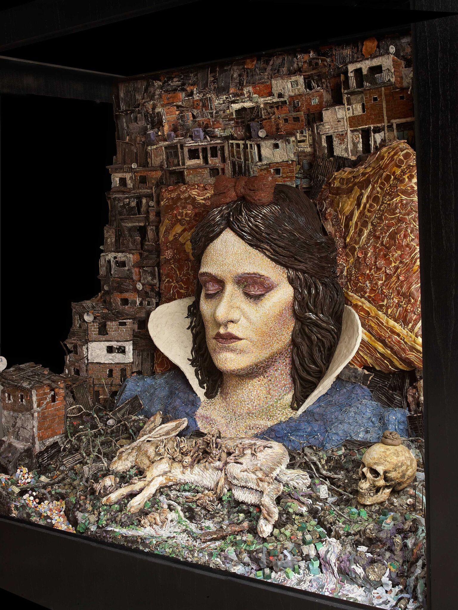 I'D SETTLE FOR BEING ABLE TO SLEEP – escultura de Blancanieves descansando sobre una villa