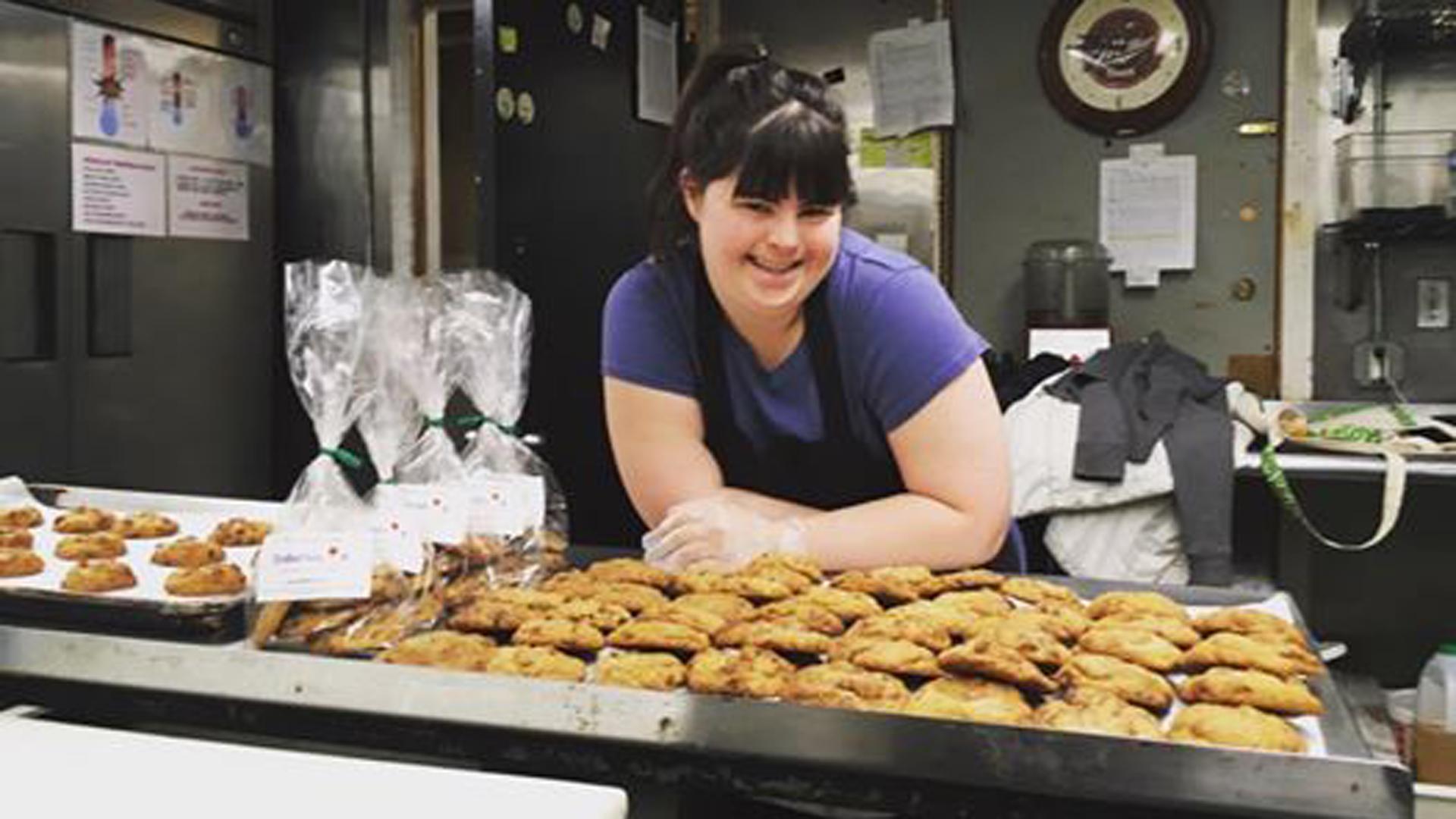 Collette, la joven que fue rechazada múltiples veces, hoy es dueña de una panadería (Facebook Colette)