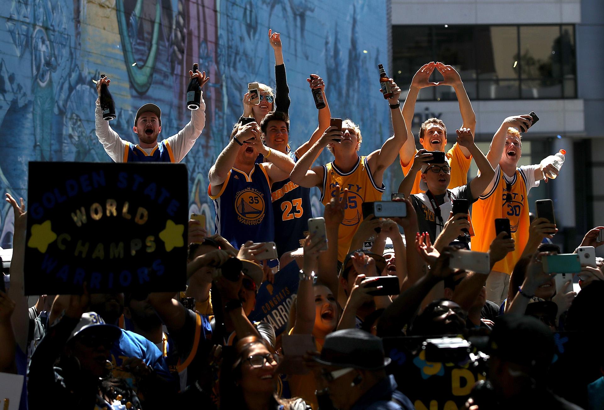 Stephen Curry, Kevin Durant, Draymond Green, Zaza Pachulia y Klay Thompson fueron las figuras de los Warriors esta temporada