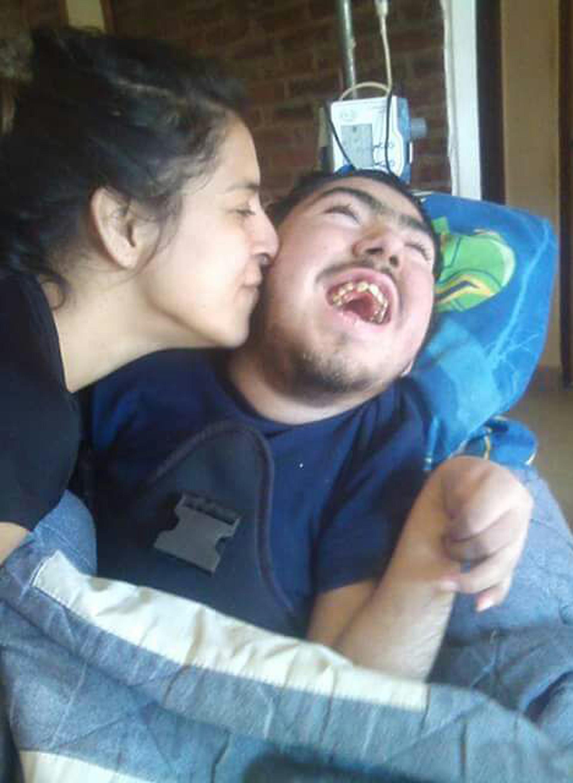 """En Agosto de 2014 y con la ayuda del Programa """"Hogar familia para personas con discapacidad sin grupo familiar o continente"""" logró tener a Axel en su hogar"""