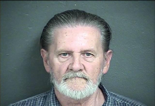 """El hombre entró al Banco de Kansas, ubicado a una cuadra de la policía de la ciudad, y dio una nota al cajero que decía: """"Tengo un arma, dame dinero"""""""