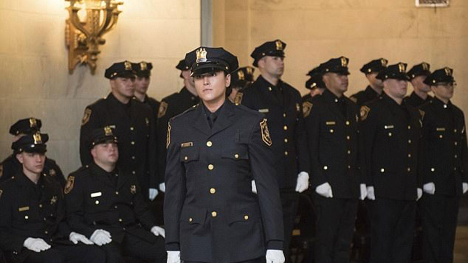Actrices Porno Vestidas De Policia se enroló como policía, descubrieron que era actriz de porno