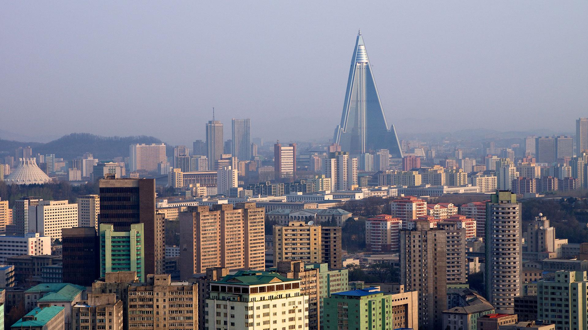 El Hotel Ryugyong, la estructura más alta de Corea del Norte, comenzó a construirse en 1987 y finalizó en 2011