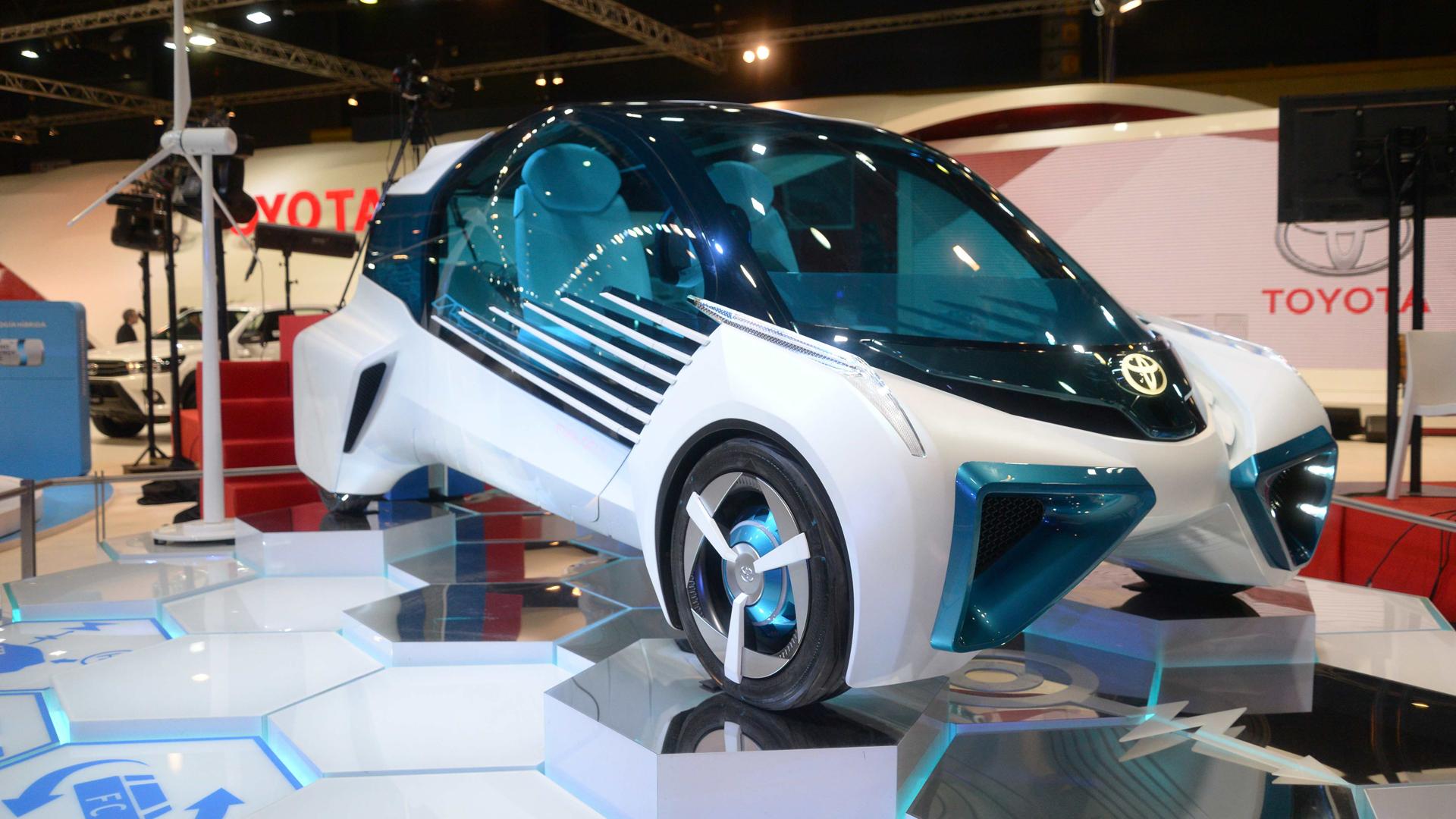 El Toyota FCV Plus Concept es un biplaza con estética de compacto urbano que se mueve gracias a una pila de hidrógeno (Enrique Abatte)