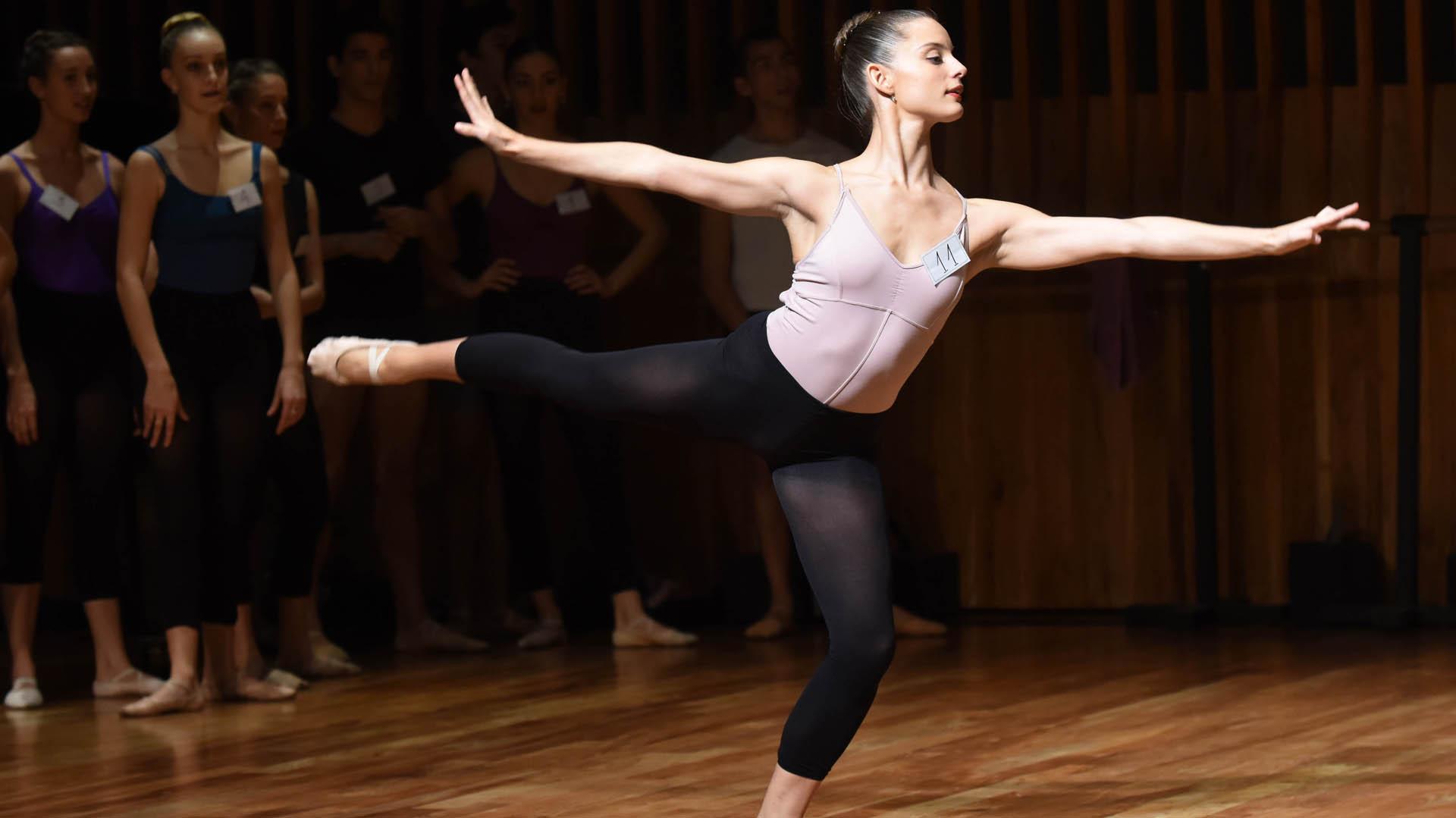 Desde el año 2007, se beneficiaron a casi 40 alumnos que demostraron por su nivel académico, su actitud artística y su proyección de futuro estar a la altura de las exigencias del Taller de Danza del Teatro San Martín.
