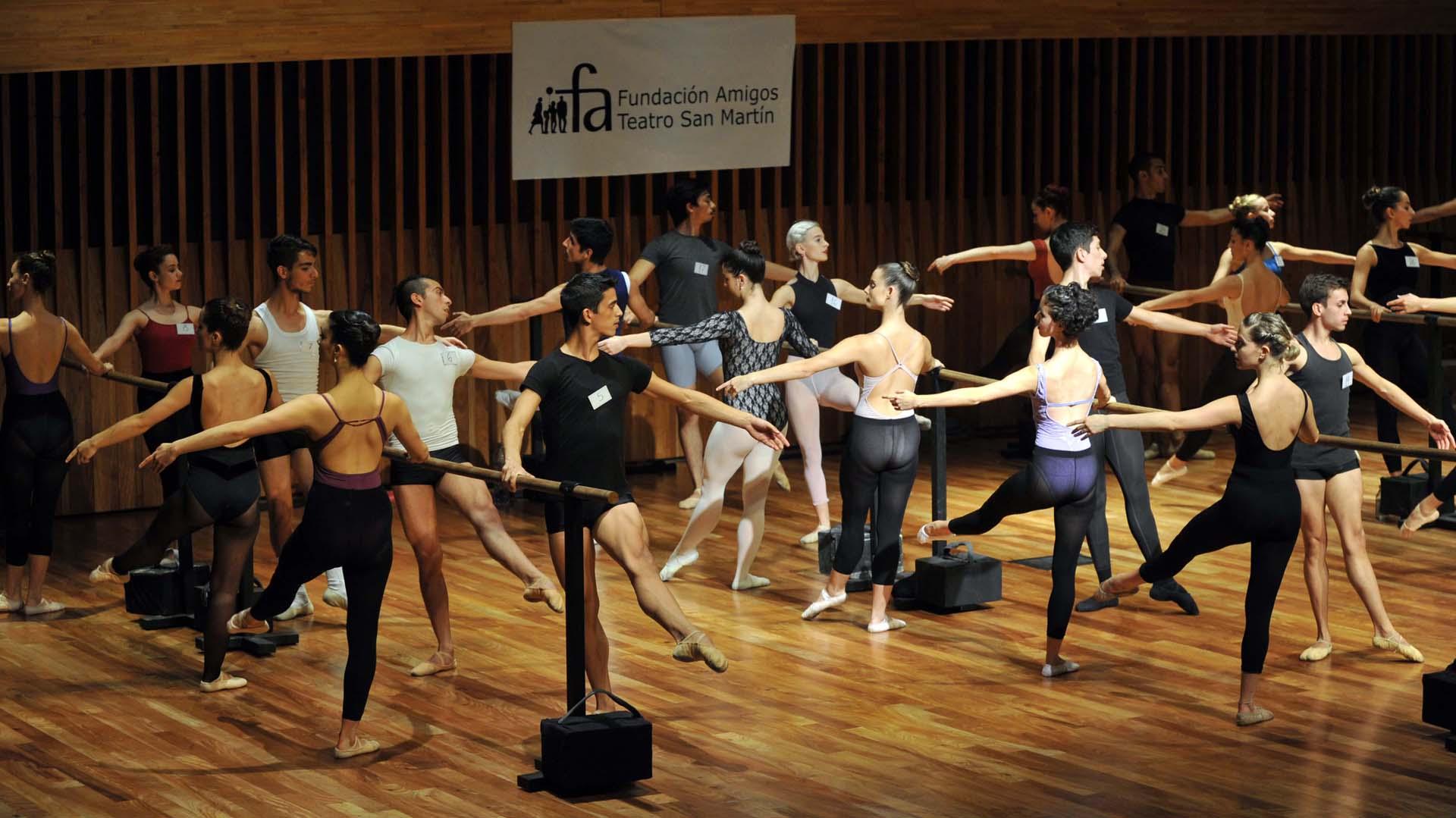 Los estudiantes demostraron sus habilidades en danza clásica y contemporánea, y en secuencias grupales de entre 4 y 5 bailarines